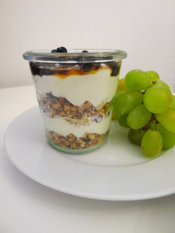 Oběd do práce - jogurt s müsli