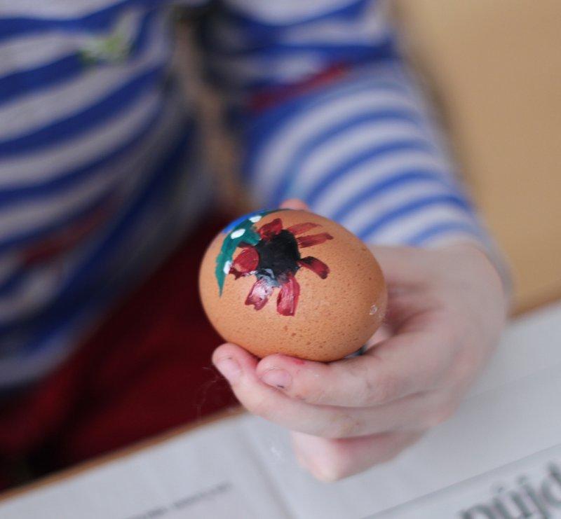 Velikonoční tvoření - Barvení vajíček